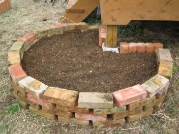 レンガ並べるだけ花壇 作り方