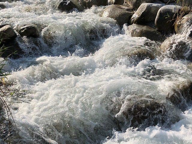 田舎の川遊び マッサージ