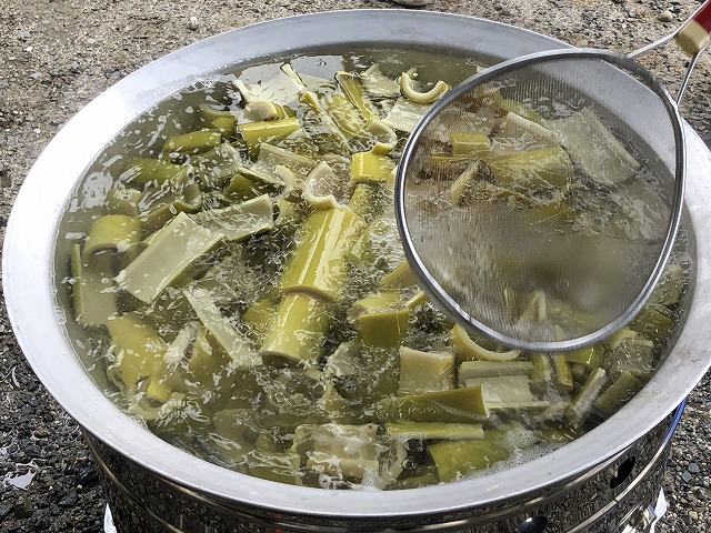 放置竹からメンマを作る方法 アクを取る